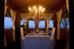 Romantic-Dining-in-the-tides1-1920w